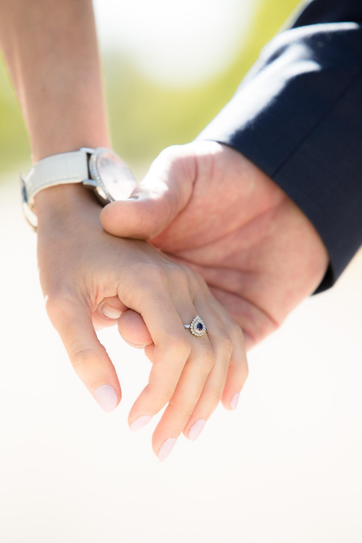 Elegante Weise Händchen zu halten