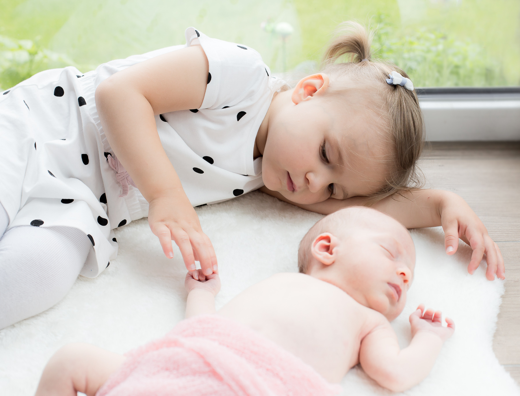 Baby mit Schwesterchen