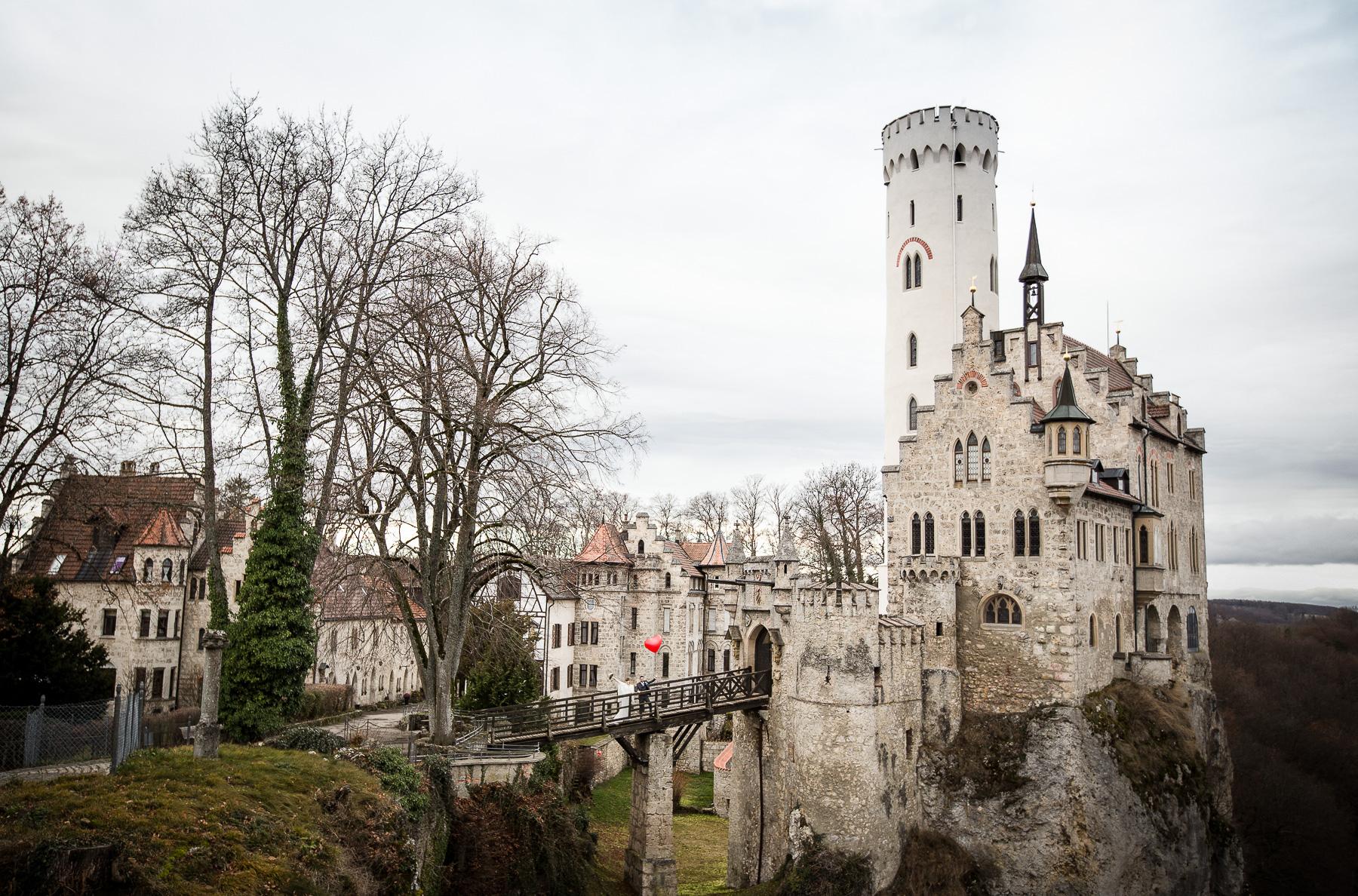 Auf der Brücke zum Schloss des Glücks